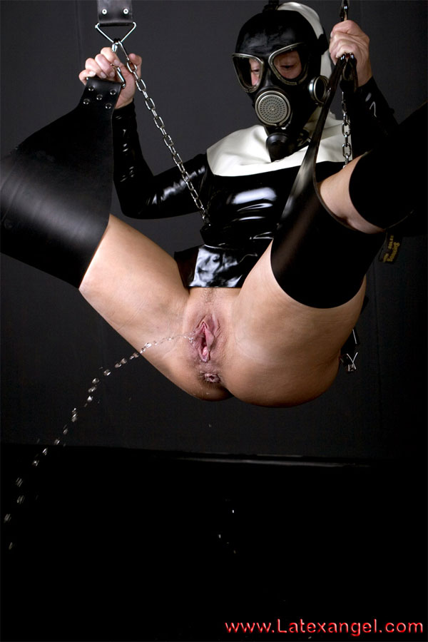 [LatexAngel] Pissing RubberNun