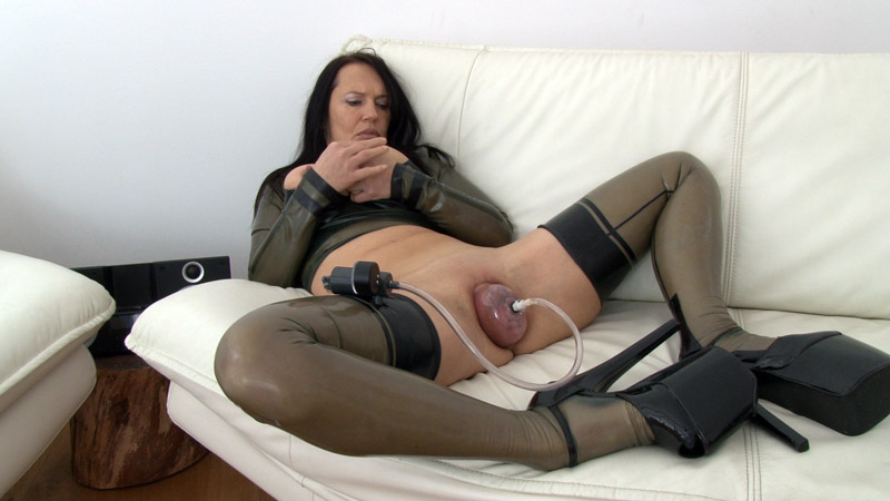 [LatexAngel] Vaginal pumping & fisting