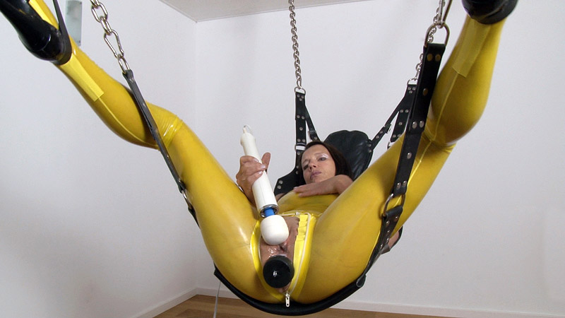 [LatexAngel] Real Orgasm in Sling