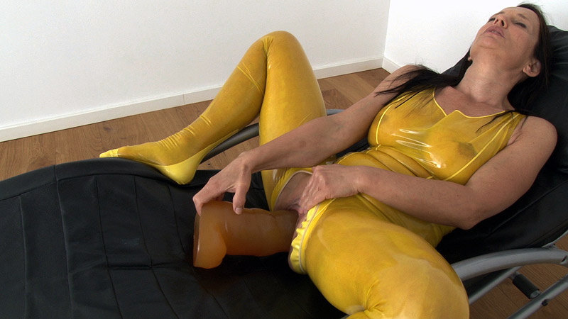 [LatexAngel] Caterpillar Dildo in pussy